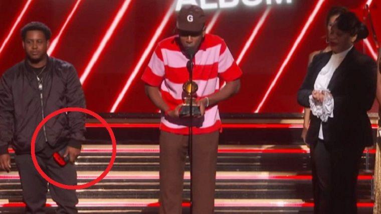 Grammy ödüllerine konsolu ile giden rapçi: 'Oyun oynuyordum'