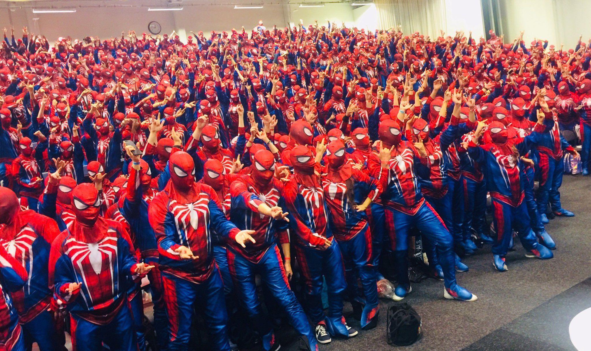 Tam 547 Örümcek Adam rekor kırmak için bir araya geldi!