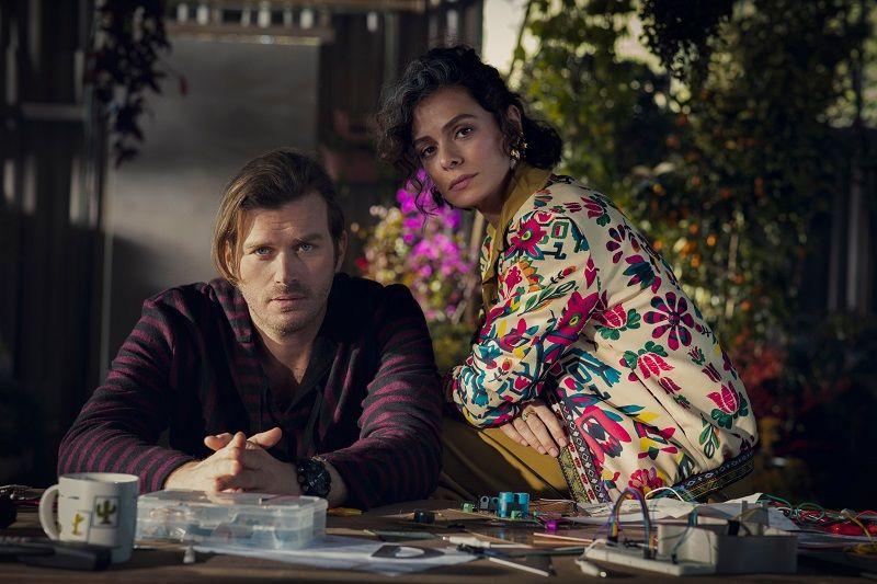 Kıvanç Tatlıtuğ'un yer aldığı Netflix dizisinden görseller