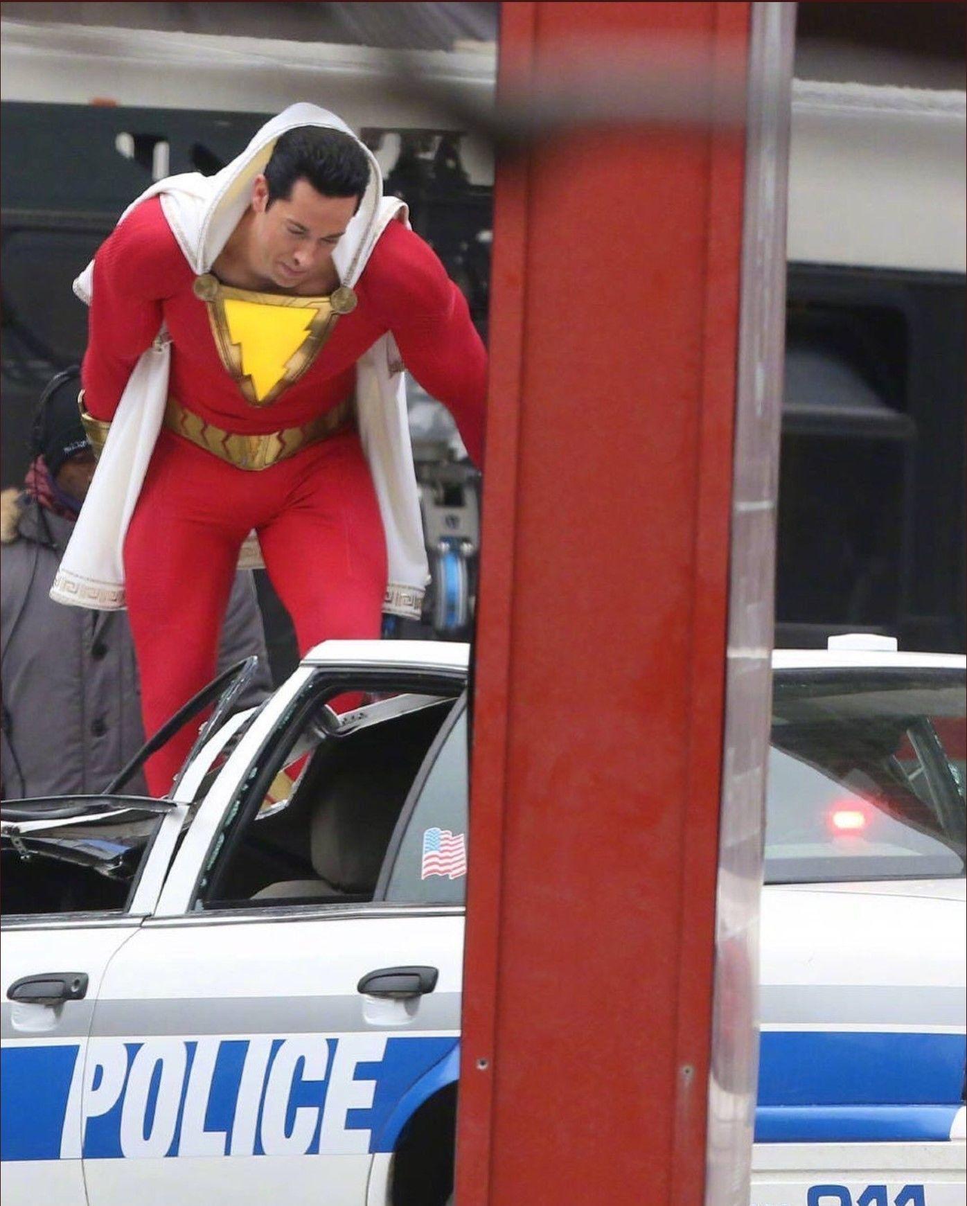 Zachary Levi'nin Shazam! kostümünden yeni görüntüler sızdı