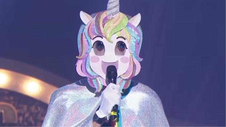 Anime maskesiyle şarkı söyleyen kişiyi tahmin edebilecek misiniz?