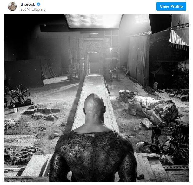 Black Adam filminden kostümlü bir görsel yayınlandı