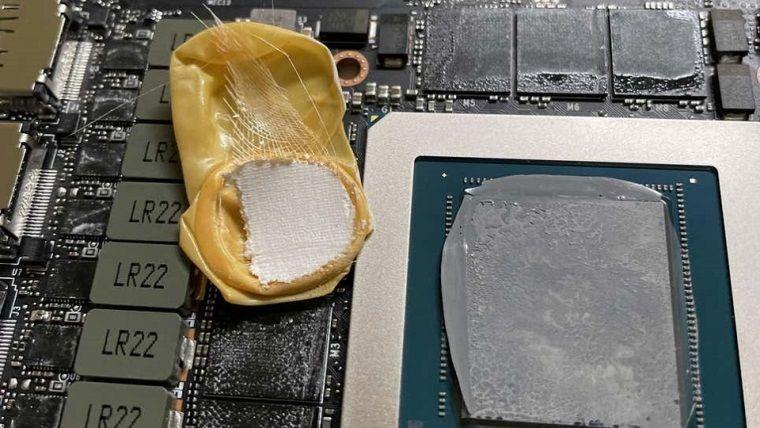 RTX 3090 ekran kartının içinden eldiven çıktı