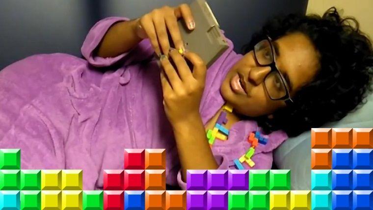 Tetris ile ilişki yaşayan genç kız