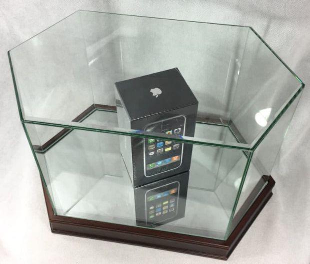 Kutusunda hiç açılmamış ilk iPhone sizce ne kadar eder?