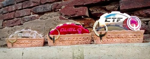 Quakecon 2010 kazananlarına verilecek kupalar