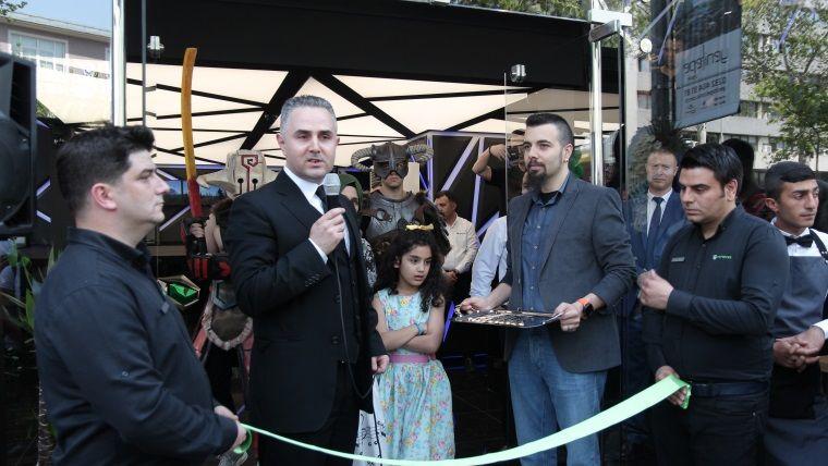 Monster Notebook yetkilileri, İzmir'de yeni bir mağaza daha açtı