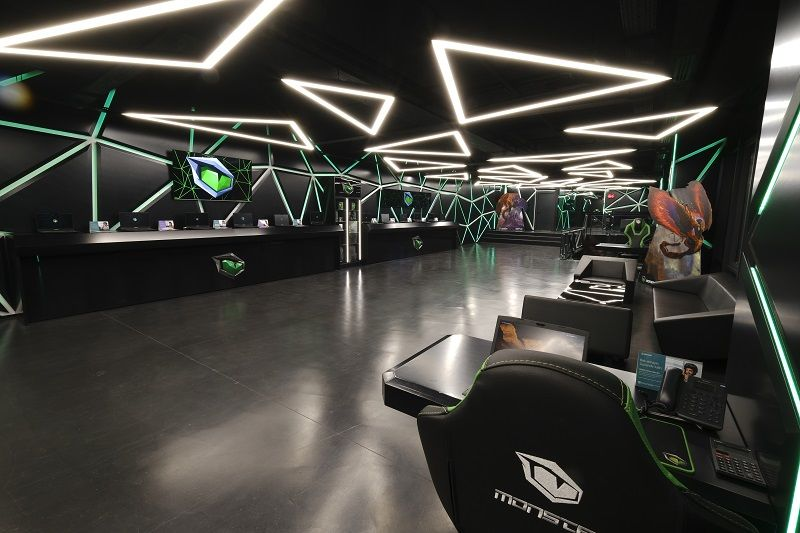 Monster Notebook store and technical services reopen