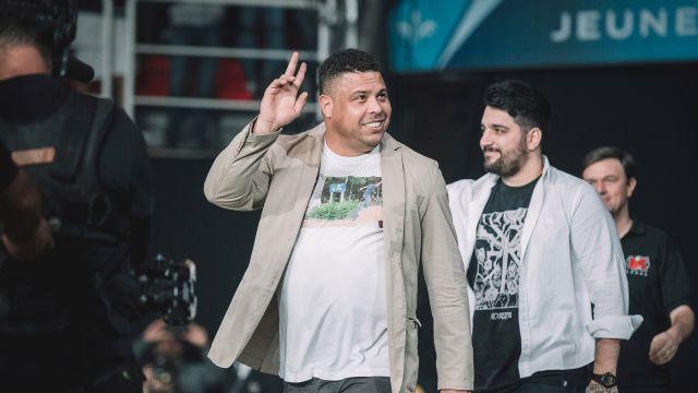 Şampiyon SK telecom T1, ödülünü Ronaldo'dan aldı