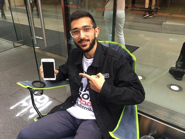 Avusturalyalı genç, 50 bin dolar karşılığında iPhone 8 sırasını satmadı