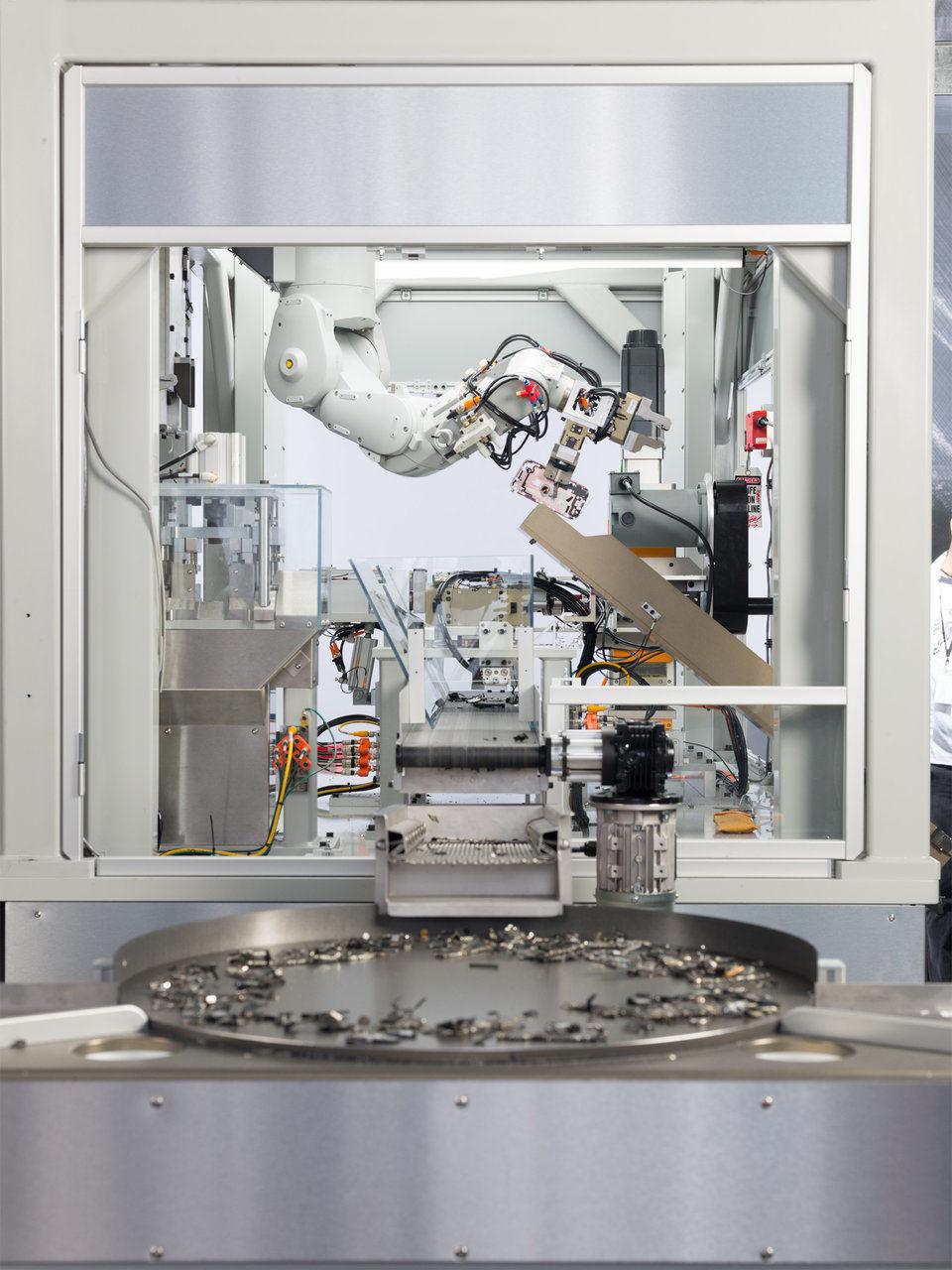 Apple'ın yeni robotu Daisy eski iPhone'larda altın arıyor