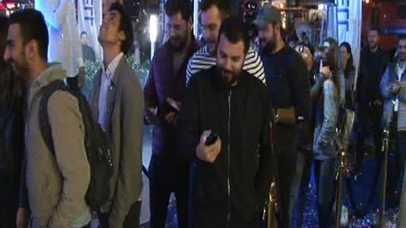 İstanbul'da iPhone 8 kuyruğu