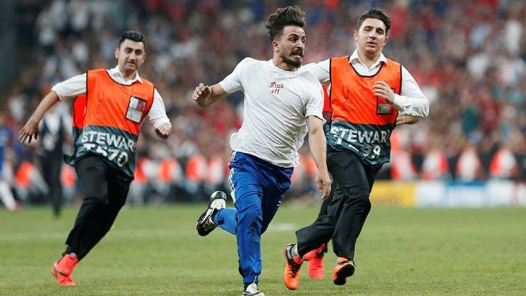 Süper Kupa finalinde sahaya atlayan Youtuber'a tepki büyüyor