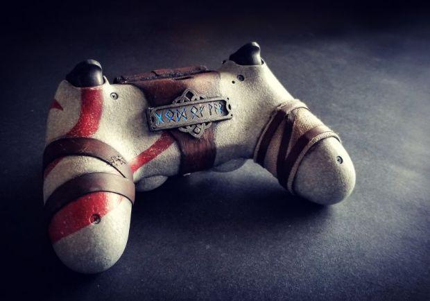 God of War temalı DualShock 4 şahane duruyor