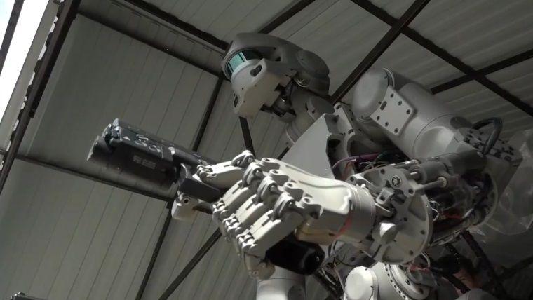 Silah kullanabilen savaş robotu: FEDOR