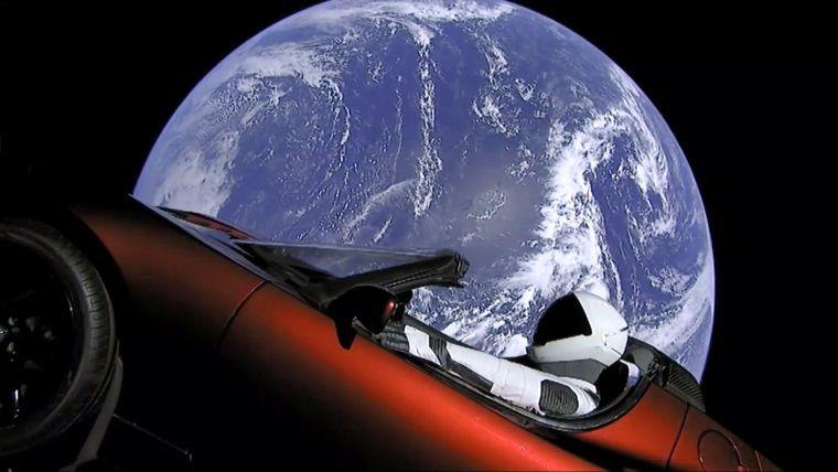 Elon Musk'un uzayda yol alan arabası takip mi ediliyor?