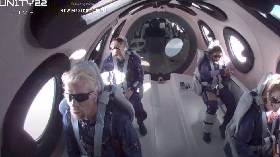 Richard Branson uzaya çıkan ilk milyarder oldu
